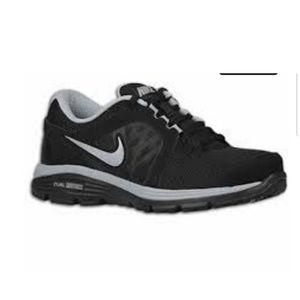 Men's Nike dual fusion ST2 shoes